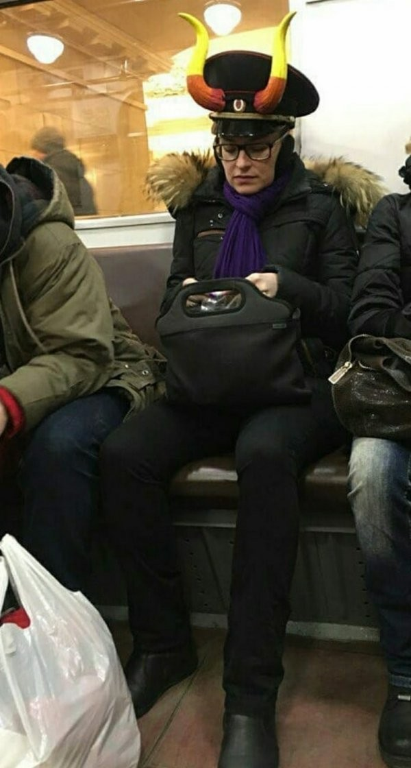 Модники и чудаки из метро (20 фото)