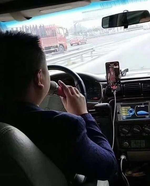 Смешные ситуации, с которыми можно столкнуться только в такси (15 фото)