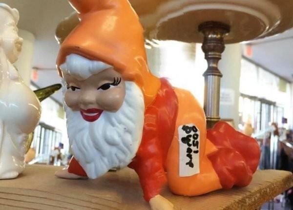 Безумные и забавные вещи, которые купили на барахолках и блошиных рынках (17 фото)