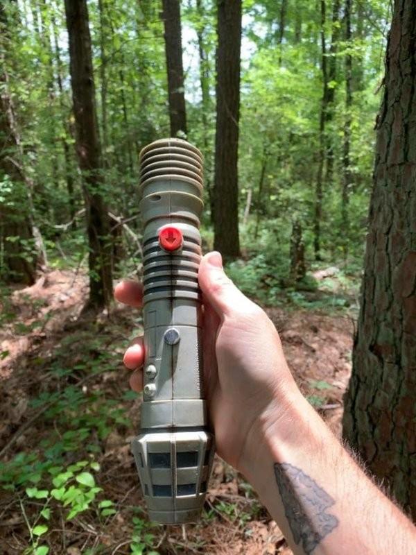 Пользователи показали, какие странные и немного жуткие вещи им встречались в лесу (14 фото)