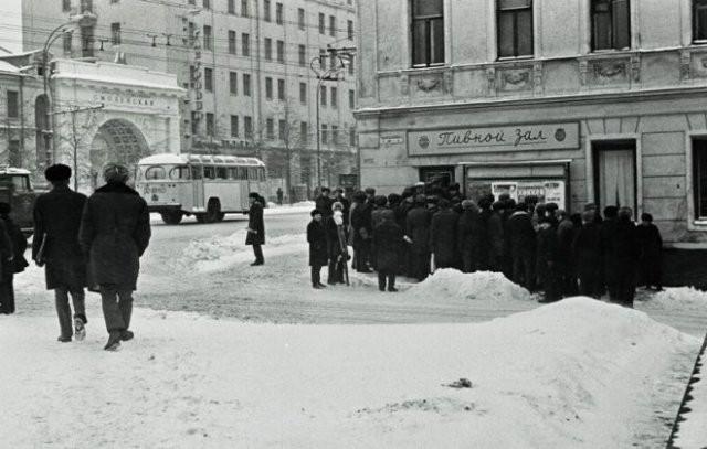Фотографии из пивных времен СССР (15 фото)