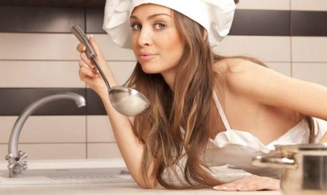 Девушки на кухне (25 фото)