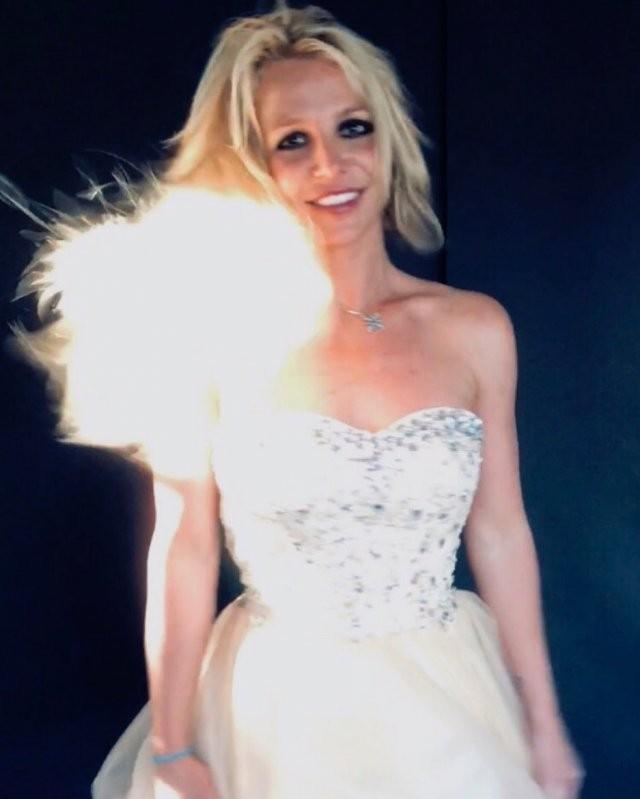 Бритни Спирс: поп-звезда, которая погрязла в скандалах (17 фото)