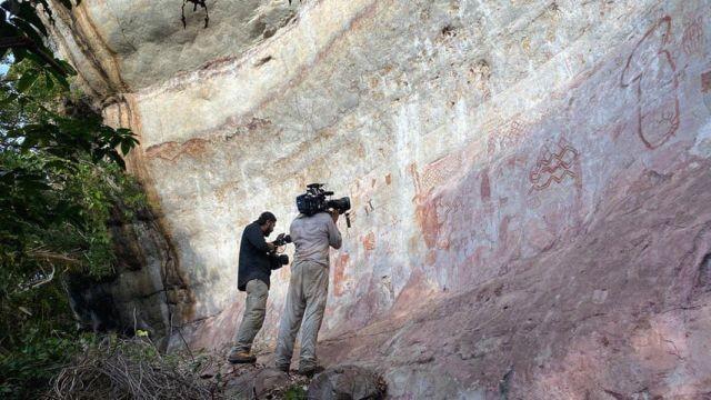 """""""Сикстинская капелла древних"""": в Колумбии нашли 13-километровую стену из рисунков, которым не менее 12500 лет (5 фото)"""