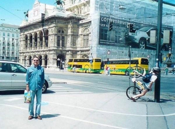 Подборка фотографий, в которых все самое интересное происходит на заднем плане (15 фото)