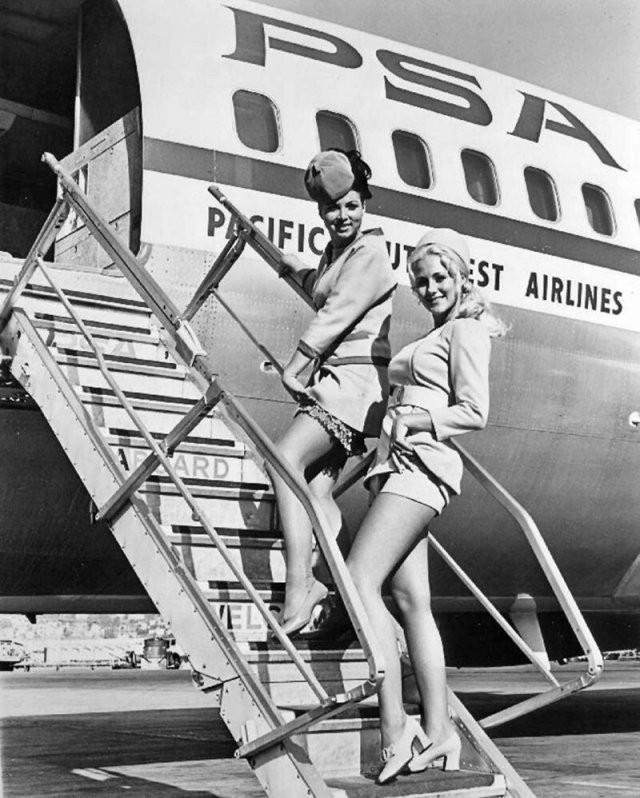 Стюардессы XX века (20 фото)