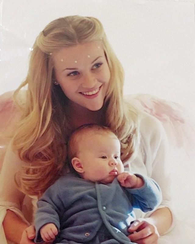 Ава Элизабет Филипп - дочь Риз Уизерспун, которая выросла ее копией (18 фото)