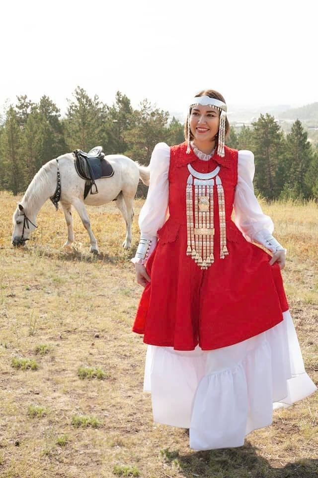 Ирина Высоких: чиновница, которую якутский депутат обвинил в слишком глубоком декольте (12 фото)