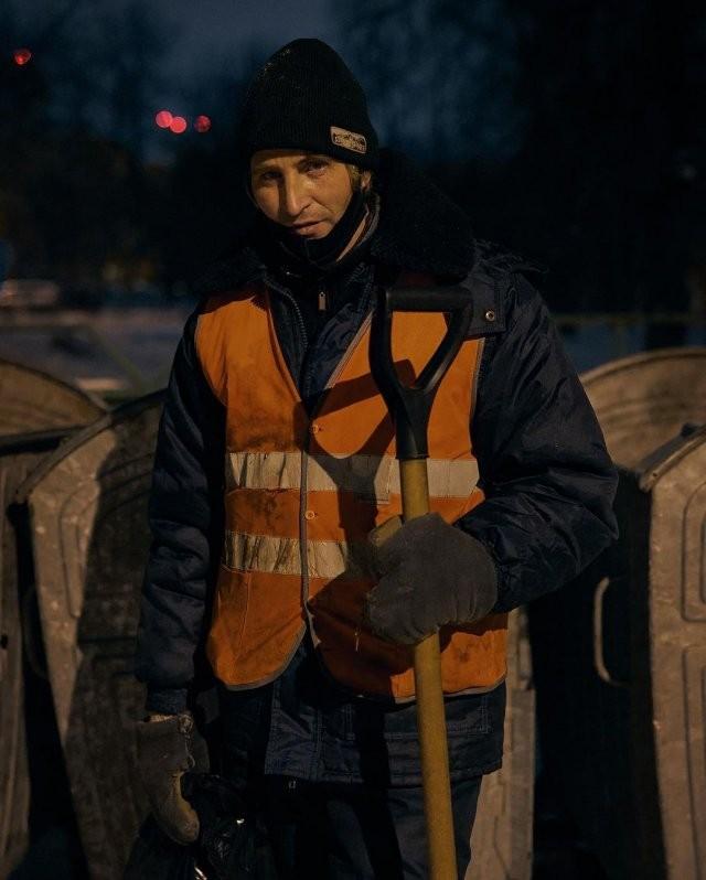 Дворнику-инвалиду Юрию Ветлугину из Уфы устроили фотосессию и помогли собрать деньги на выплату долга (10 фото)