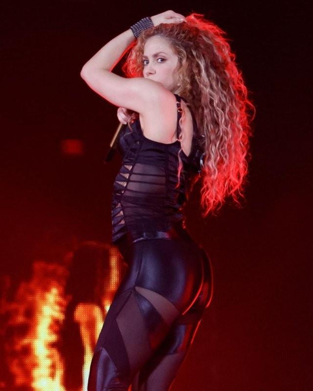 Певица Шакира отмечает 44-летие (15 фото)