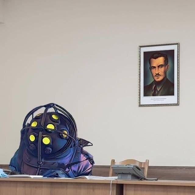Силовик, сфотографированный напротив портрета Владимира Путина, стал героем фотожаб (23 фото)