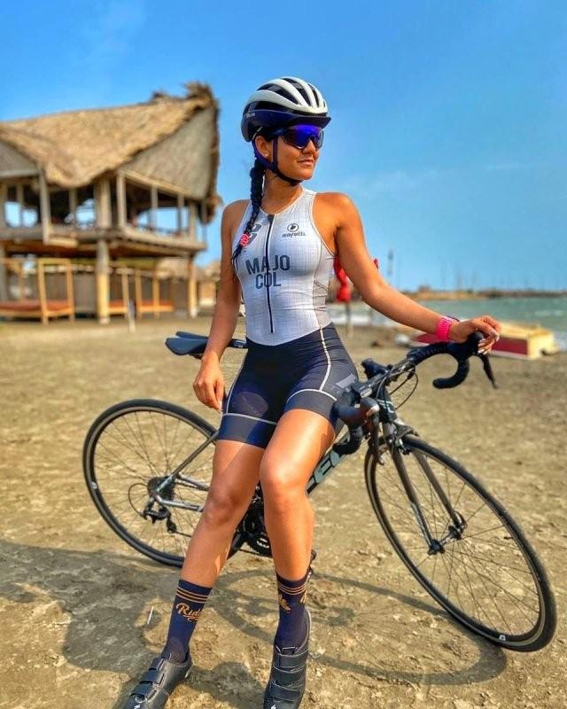 Вело-девушки (30 фото)