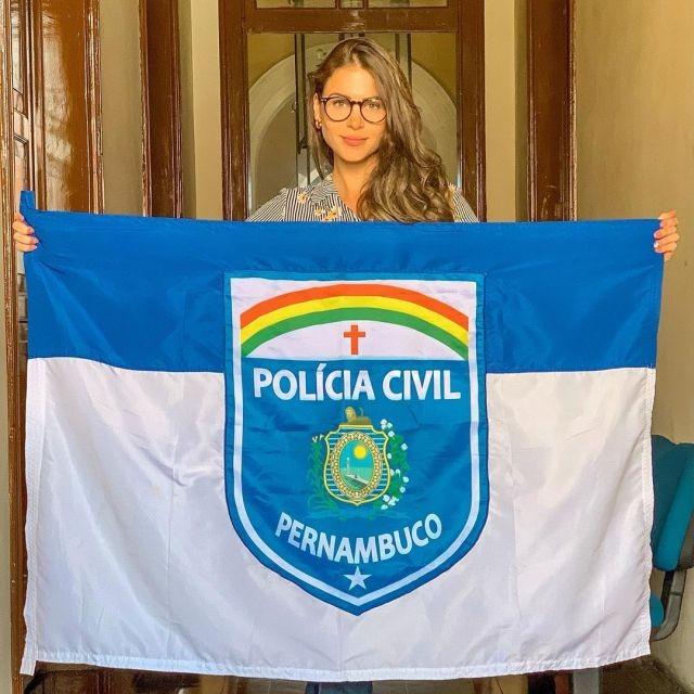 Габриэла Куэйроз - гроза преступности Бразилии и муза всех полицейских (15 фото)