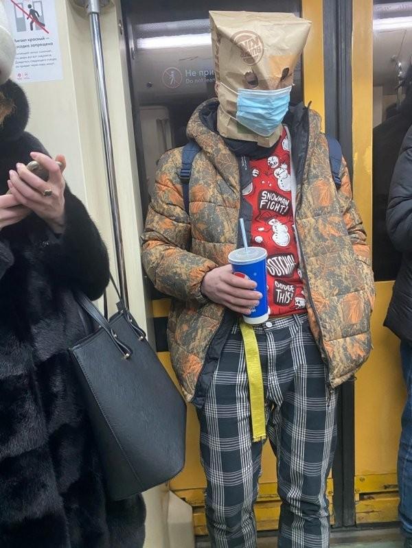 Модники и чудаки из метро (15 фото)