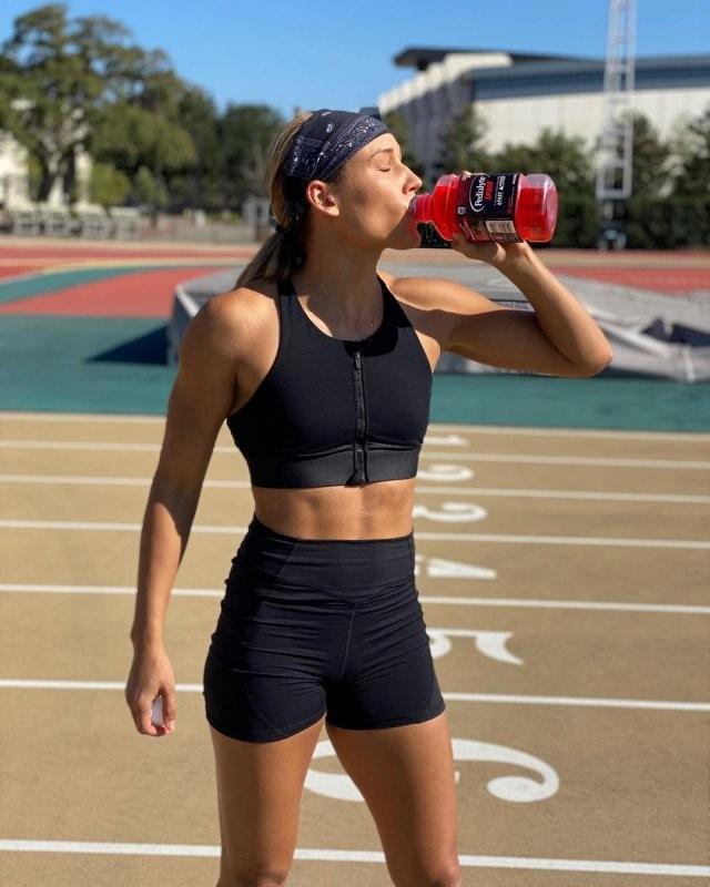 38-летняя участница Олимпийских игр Лоло Джонс рассказала, что хранит девственность для мужа (15 фото)