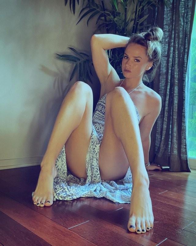 Тори Блэк (Tori Black) - известная актриса фильмов для взрослых ищет себе мужа (16 фото)