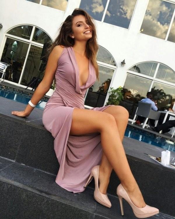 Девушки с красивыми ногами (25 фото)