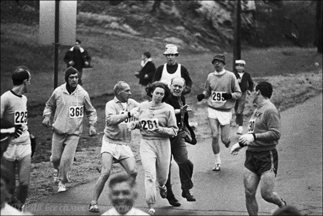 Яркие черно-белые фото из архивов (15 фото)