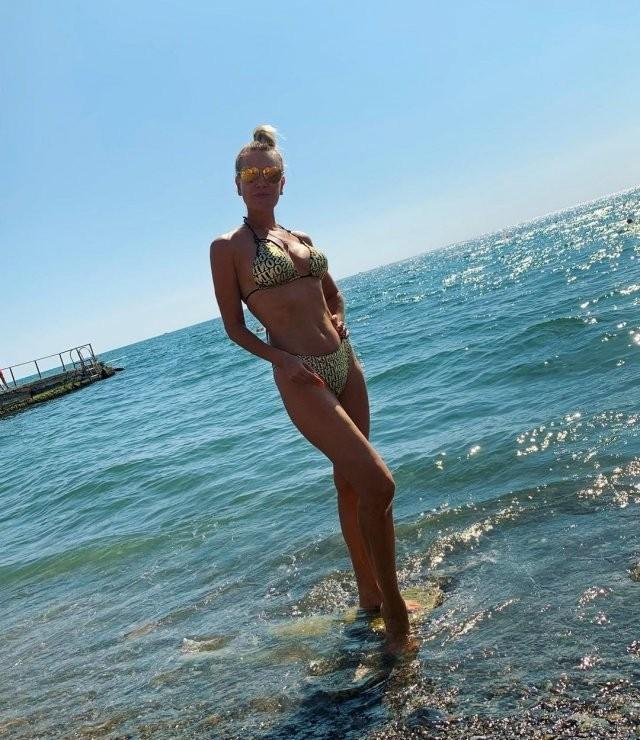 """Звезда фильма """"Мама не горюй"""" Олеся Судзиловская отмечает 47-летие (15 фото)"""