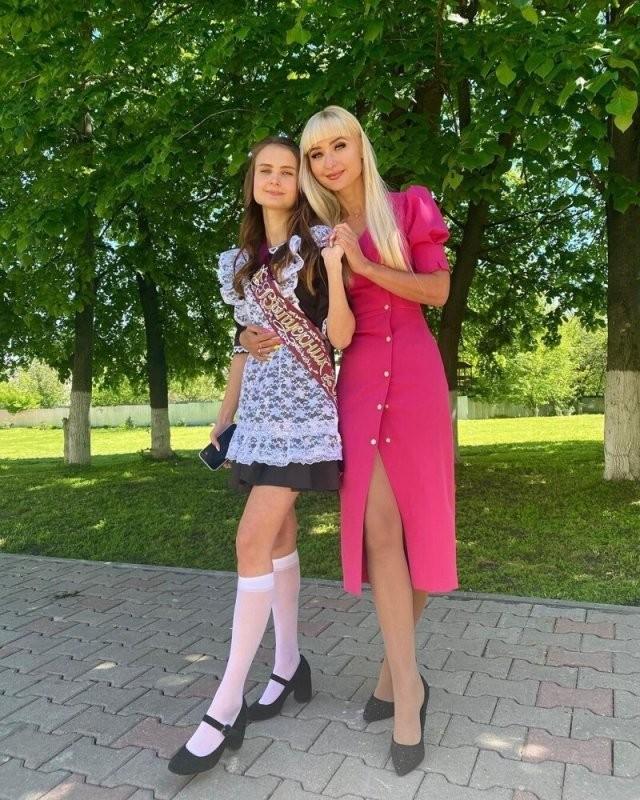 Девушки с Последнего звонка 2021 (20 фото)