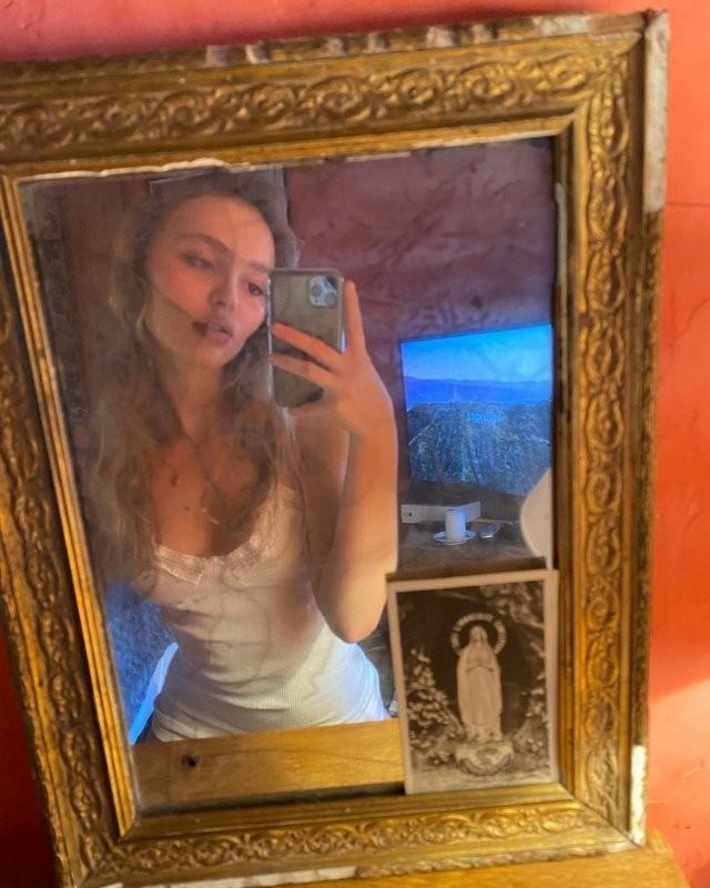 Лили-Роуз Депп - дочь Джонни Деппа, которая выросла бунтаркой (15 фото)