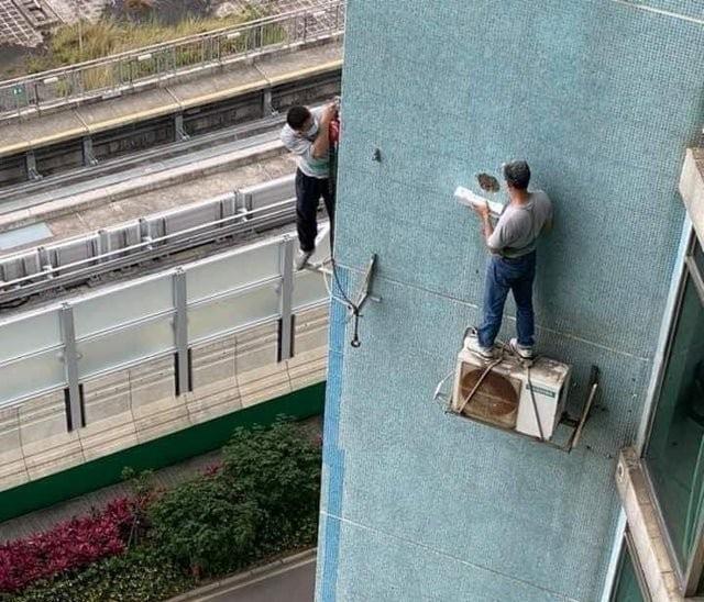 Горе-работники, которые ничего не слышали о технике безопасности (15 фото)