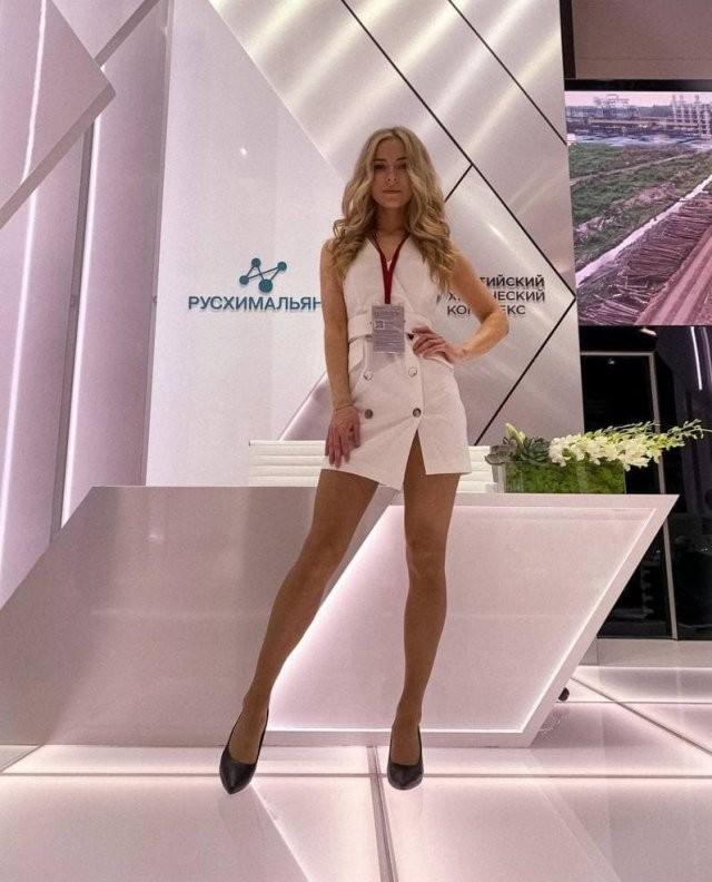 Девушки Петербургского международного экономического форума (ПМЭФ-2021) (12 фото)