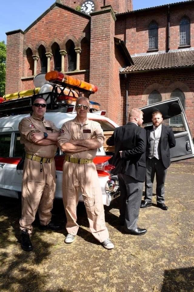 """Британец перестроил машину из """"Охотников за привидениями"""" под катафалк и сдал ее в аренду (4 фото)"""