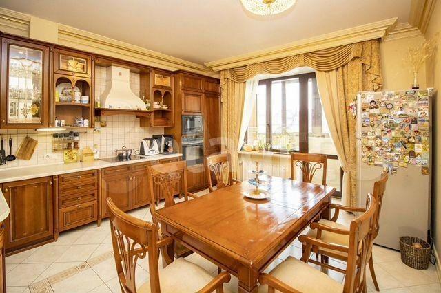 Квартирный вопрос: скромная 7-комнатная квартира рядового чиновника за 46 миллионов рублей (13 фото)