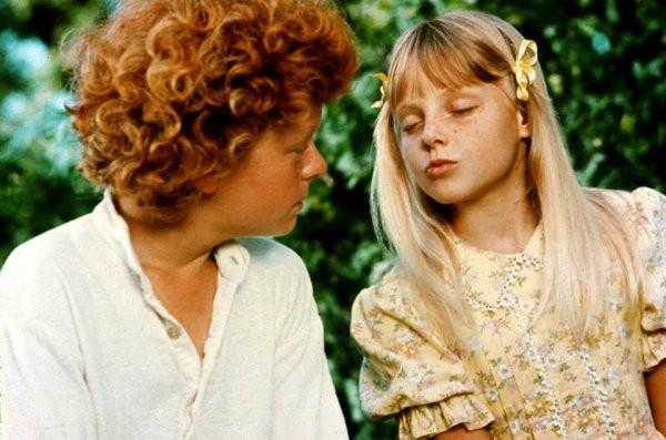 Подборка фильмов, в которых многие не заметили знаменитых актеров, так как те были еще детьми (13 фото)