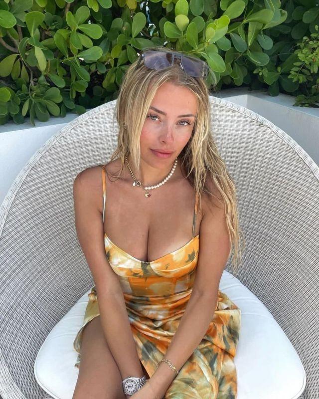 Видеоблогер Коринна Копф смогла заработать 4 миллиона долларов за один месяц на продаже откровенных фото