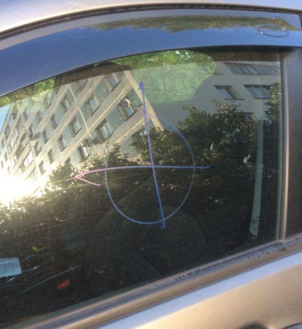 Обнаглевшие автомобильные разводилы (2 фото)