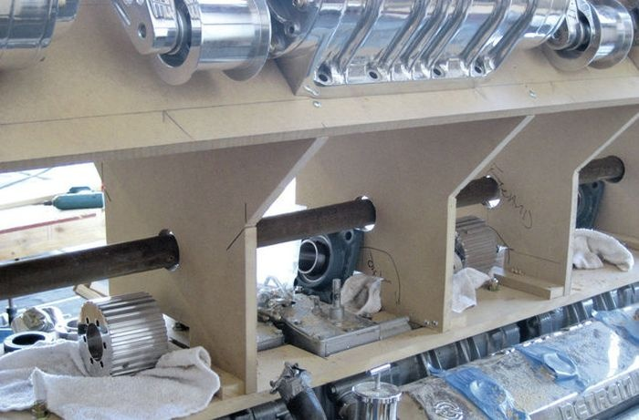 Супермотор V24, собранный собственными руками (10 фото)