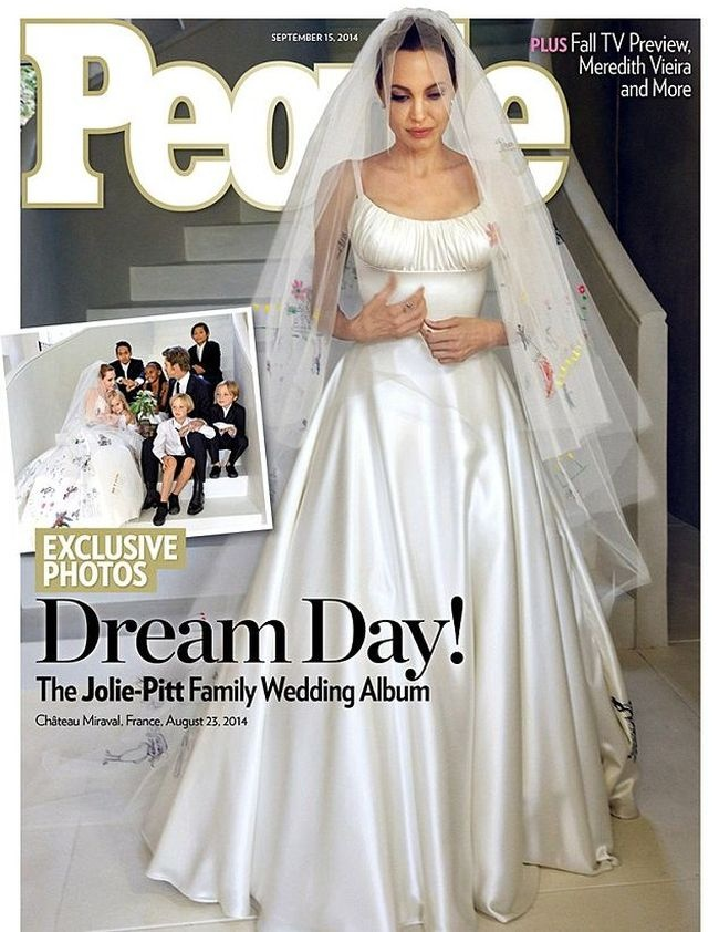Оригинальное свадебное платье Анджелины Джоли (2 фото)
