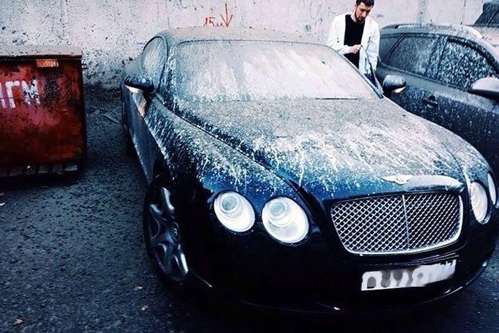 Москва: бетономешалка разгрузила бетон прямо на Bentley (3 фото)