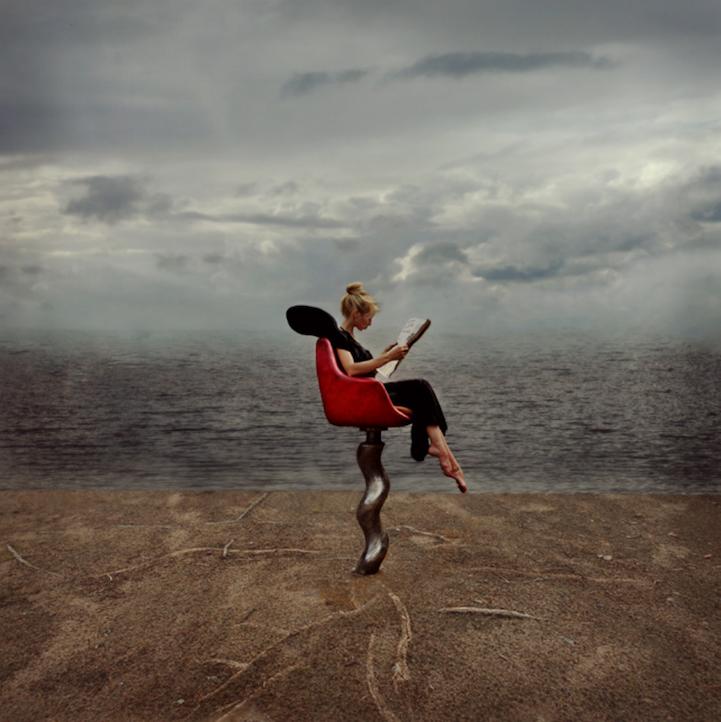 Элегантные девушки и дикая действительность (15 фото)