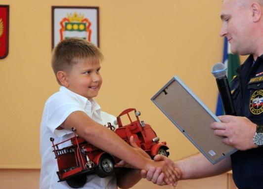 Амурский школьник получил медаль (2 фото)