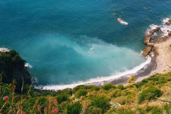 10 самых популярных нудистских пляжей по всему миру (11 фото)