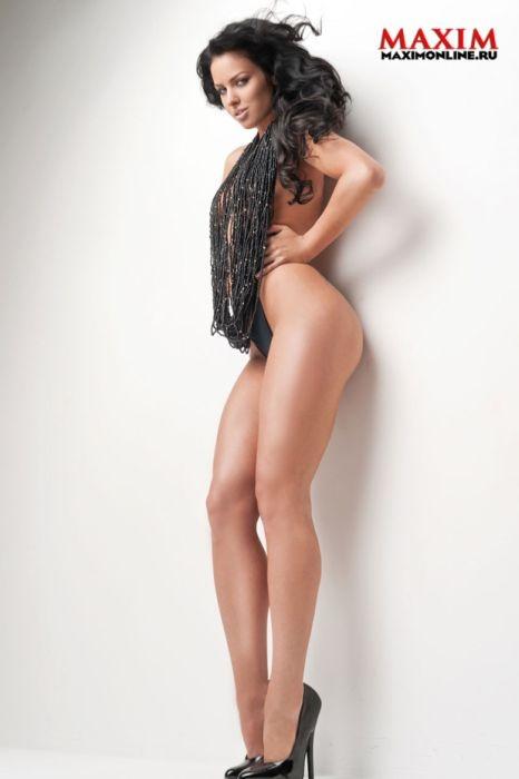 Модель и певица Катя Баженова в откровенной фотосессии для глянцевого журнала (19 фото)