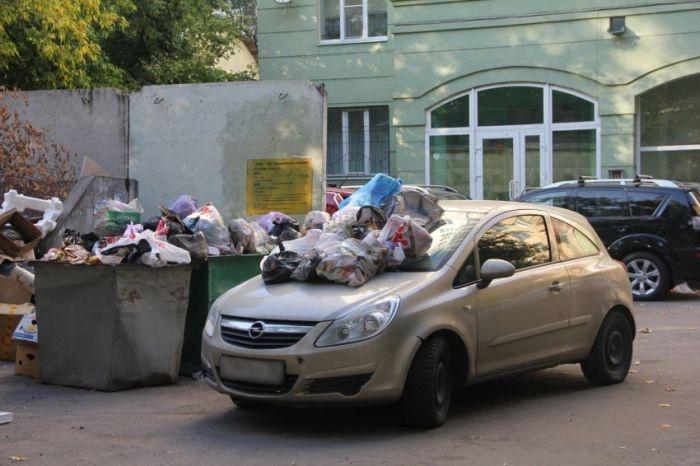 Заслуженная месть за парковку в неположенном месте (4 фото)