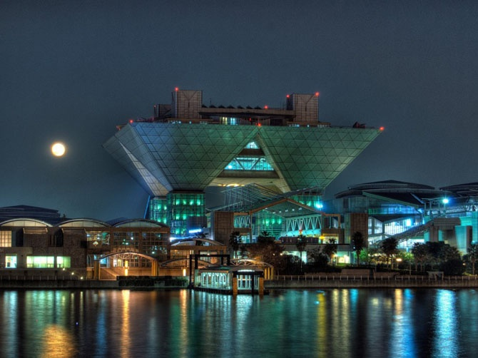 """Самые эффектные архитектурные сооружения, """"оживающие"""" с наступлением ночи (57 фото)"""