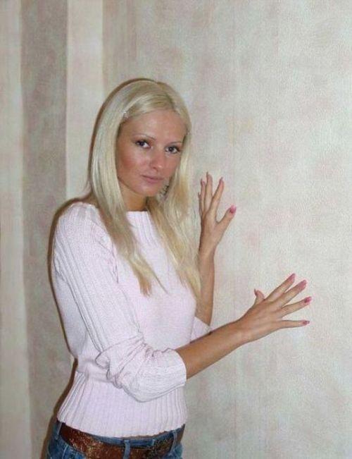"""Была симпатичная девушка, а стала """"живая кукла"""" - жуть! (28 фото)"""