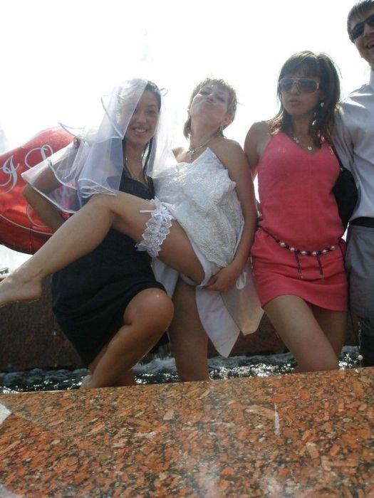 """Подружки невесты всегда """"зажигают"""" (16 фото)"""
