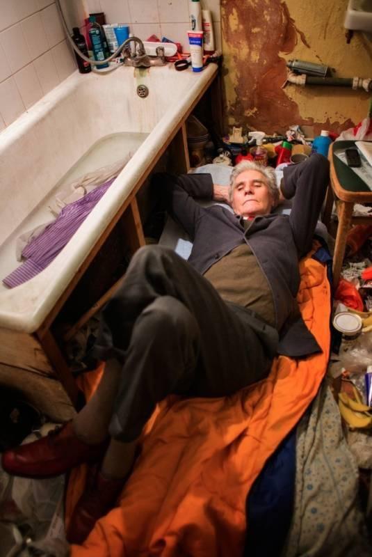 В доме человека, страдающего патологическим накопительством (7 фото)