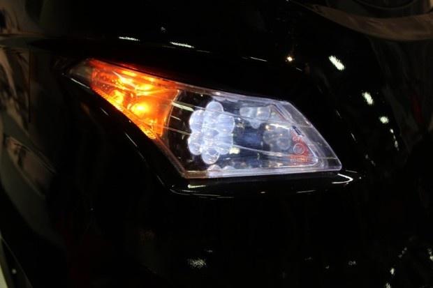 В Лас-Вегасе представлен трехколесный автомобиль (4 фото)