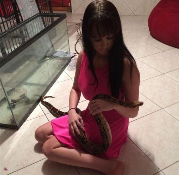 Девушка сделала себе третью грудь ради участия в реалити-шоу (17 фото)