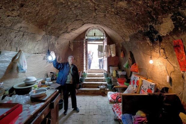 Жилая пещера за 50 000 долларов (3 фото)
