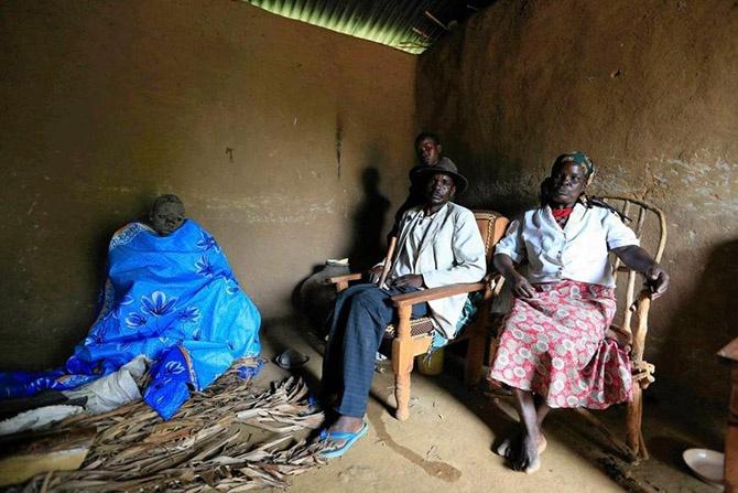 Как становятся мужчинами в Кении (16 фото)