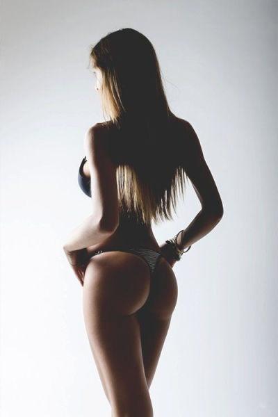 Вас радует вид сзади? (24 фото)