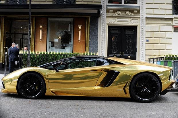 На улицах Парижа был замечен золотой Lamborghini Aventador за 6.000.000$ (2 фото + 1 видео)
